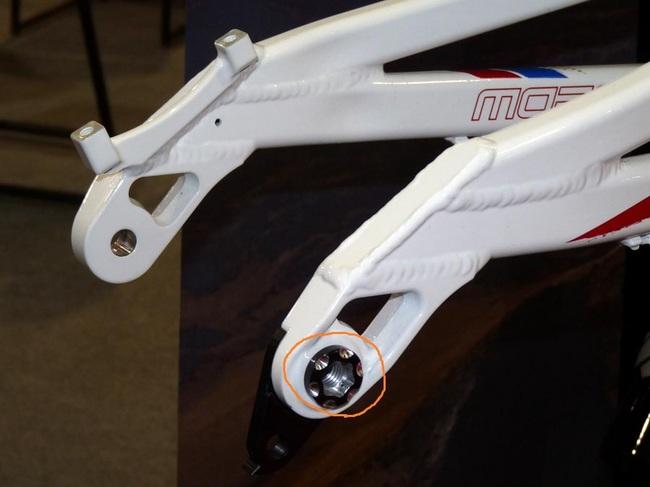 2011-morewood-izimu-dh-mountain-bike-interbike03.jpg