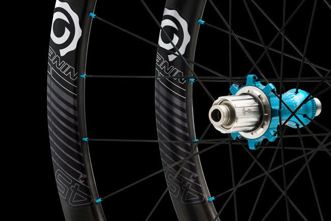 Product+-+Wheelsets+-+Road+-+i9.45+-+Color+-+24h+-+On+Black+-+CROP+-+DSC03297_WEB.jpg